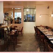 Salle de restaurant et pappardelle crème d'artichaut de Sicile, thym citronné, zeste de cédrat