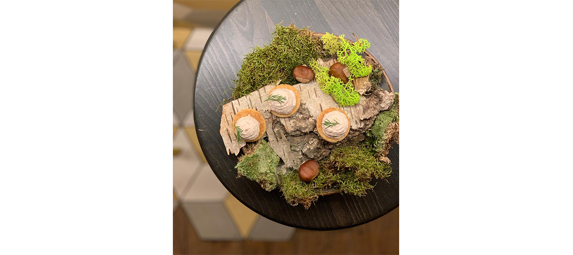 poetic and neat dressings in a tableware of the restaurant