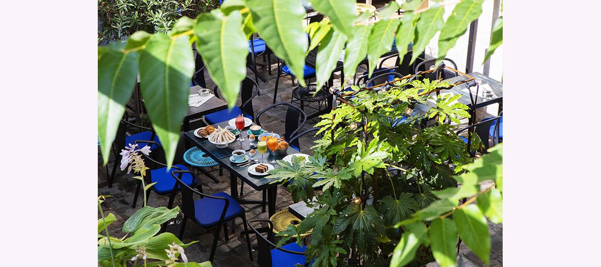 Petit-dejeuner sur la terrasse du Marcello
