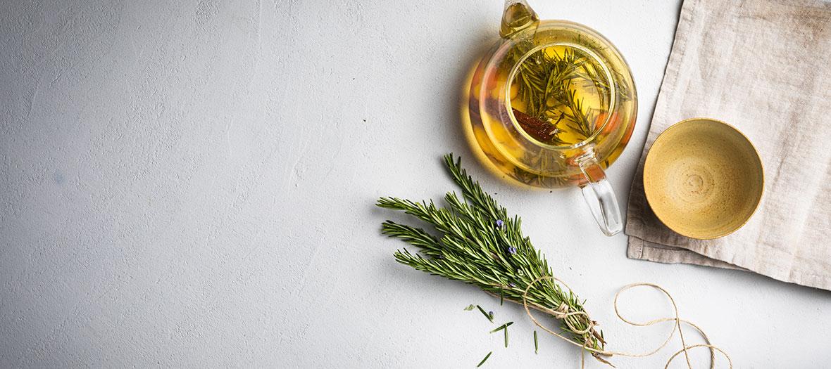 Ingrédient de la recette de l'infusion detox printemps avec du romarin, du gingembre, du curcuma, du citron et de la cannelle