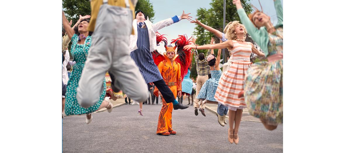 Extrait du film avec Taron Egerton et les costumes extravagants d'Elton John