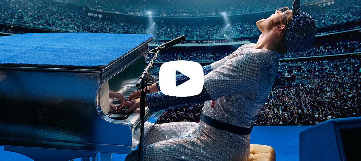 Extrait du film avec Taron Egerton interprétant Elton John lors d'un concert au piano