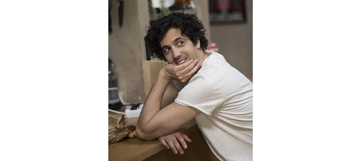 Max Boublil dans la série Mike