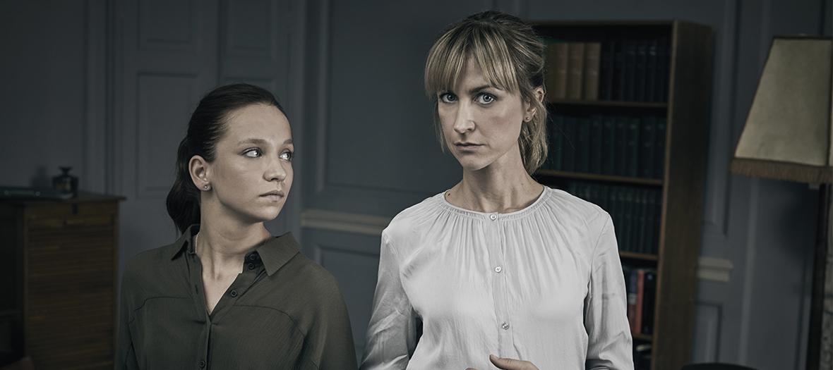Katherine Kelly et Molly Windsor dans la série Obsession sur France 2