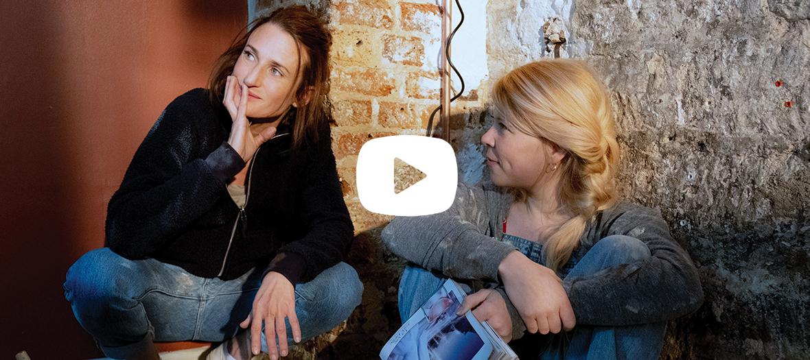 Extrait de la série avec Camille Cottin et India Hair