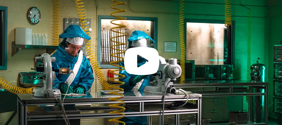Le laboratoire avec Topher Grace, Liam Cunningham