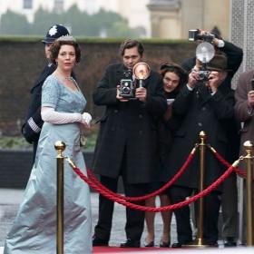 Les acteurs Olivia Colman, Helena Bonham Carter,Jason Watkins, Josh O'Connor da la serie The Crown de Peter Morgan