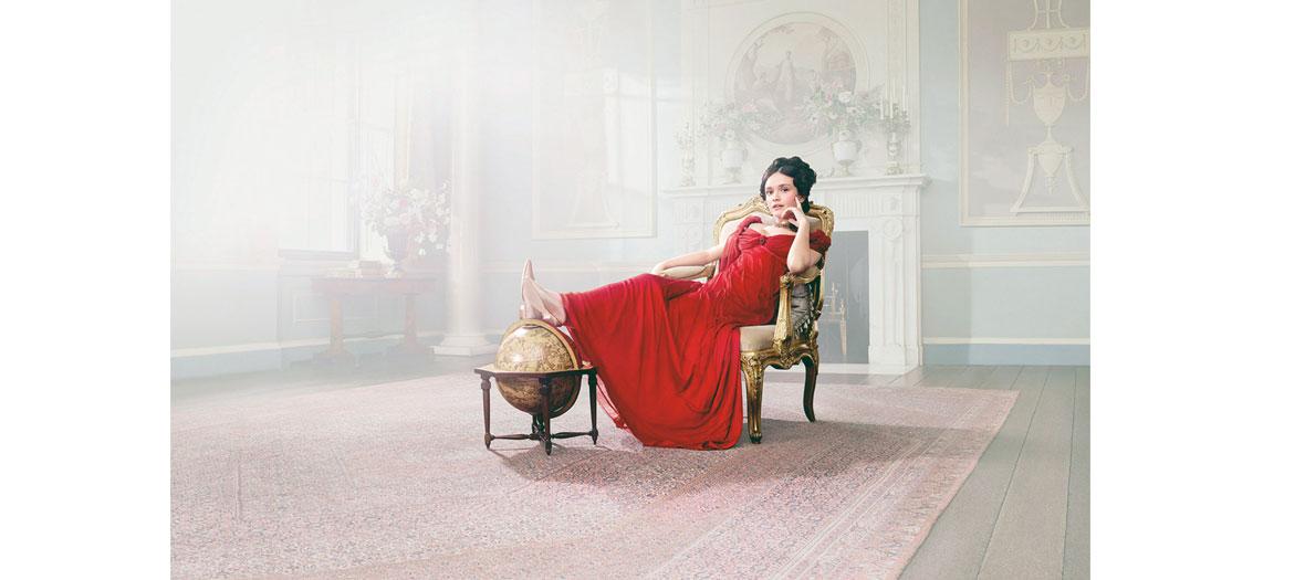 Portrait de l'actrice Romola Garai dans la serie La Foie aux Vanités