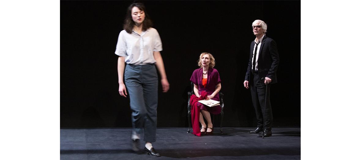 comédienne dans le rôle de Charlotte