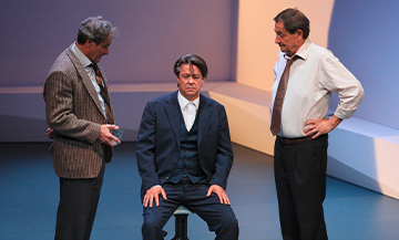 Scene de garde à vu au théatre Hebertot avec Thibault de Montalembert, Wladimir Yordanoff et Francis Lombrail