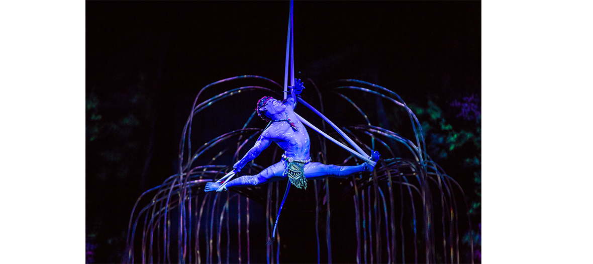 Acrobates in suspension on the stage of Toruk show