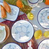 Vaisselle de table sur une nappe pour un pic nic