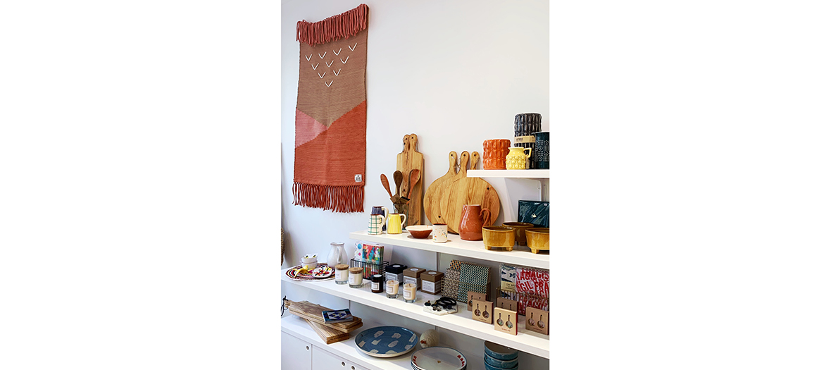 Lusa Luso boutique including soaps in the azulejos tradition, candles in soja wax perfumed with essential oils, graphic hand-painted mugs, high-end Bruyère honey, furiously trendy satchel bags in raffia frieze carpets in recycled fibres
