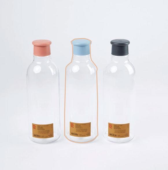 Les gourdes DRINK IT en plastique sans BPA, réutilisable conçue par RIG-TIG