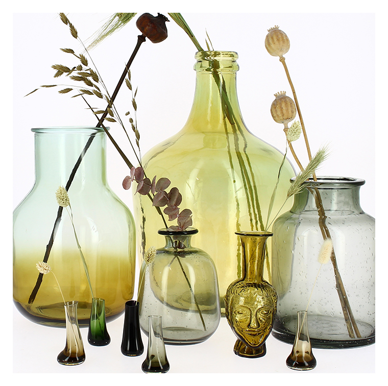 Les vases en verre recyclé par Bettina Schori chez La Trésorerie