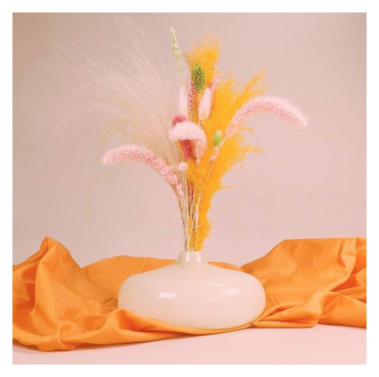 Le vase artisanal en verre au rose crémeux d'Hélène Rebelo D.A d'Objeto Moderno