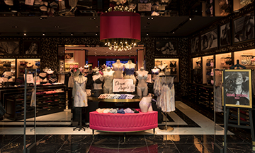 Victoria's Secret inaugure son premier flagship à Paris