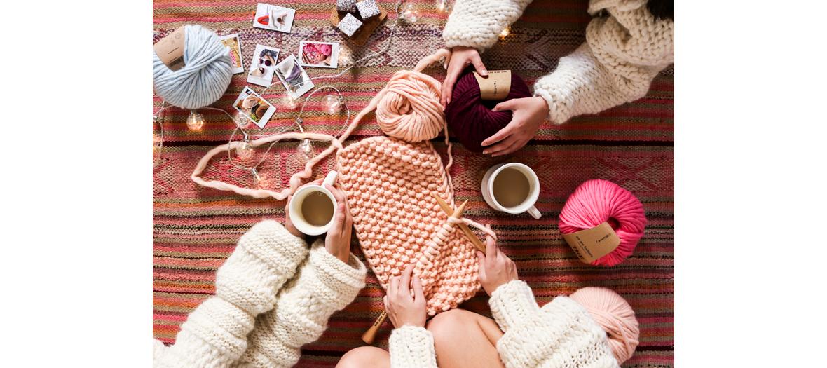 kits de tricot we are knitters avec des kits cardigan, bonnet, couverture bébé, sweat, snood et aussi des pelotes et pantone