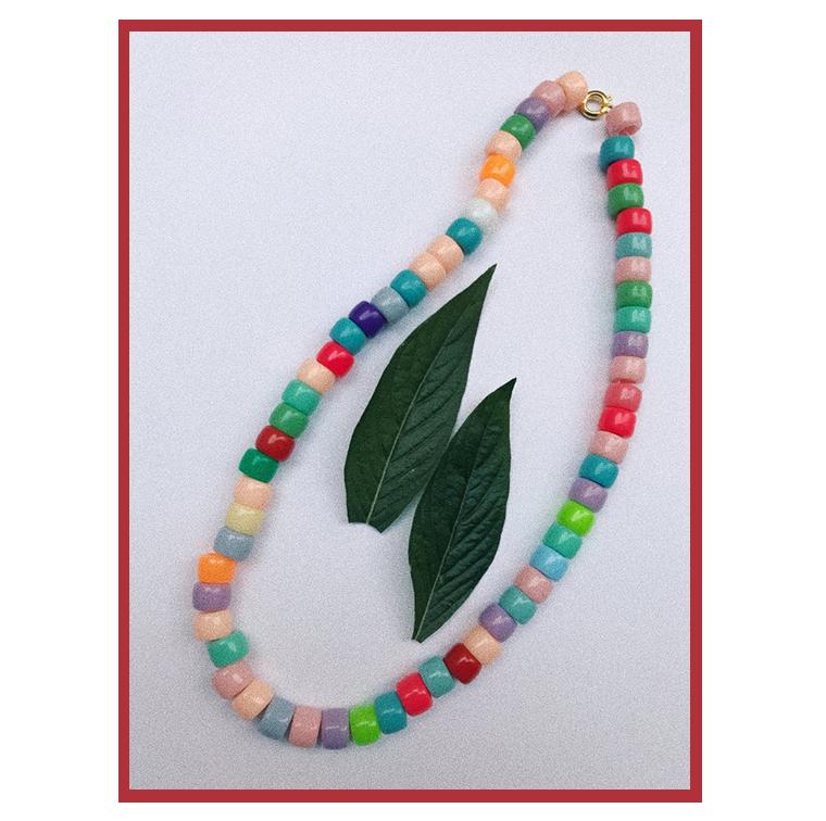 Collier à perles multicolores d'Elise Chalmin