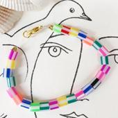 Colliers, bracelets, boucles d'oreilles à perles