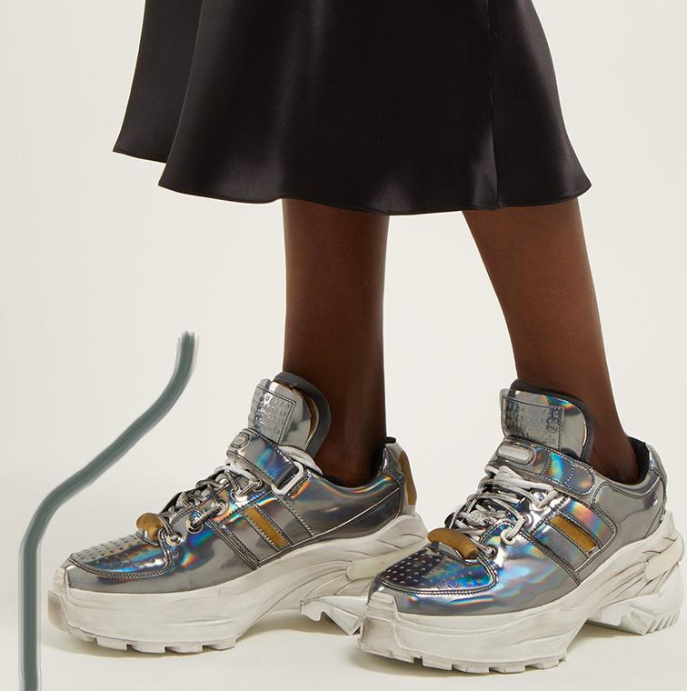 Sneakers retro fit, cuir argent irisé et grosses semelles