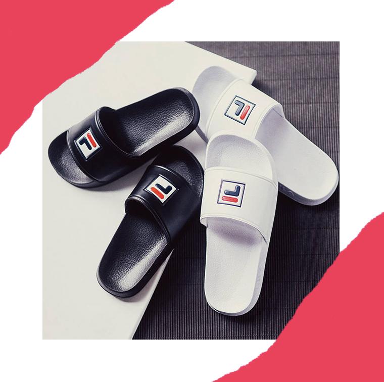 Claquettes noires ou blanches en caoutchouc avec logo