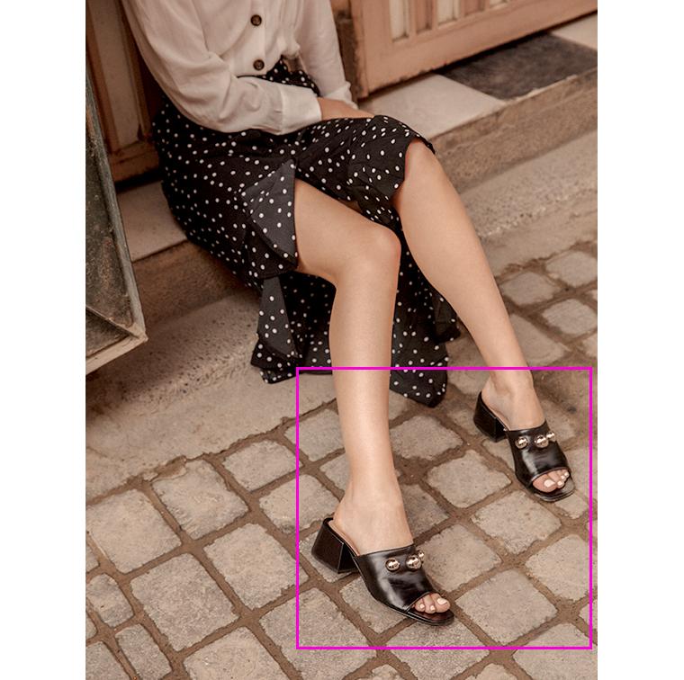 Sandales à talons carrés avec 3 grosses perles