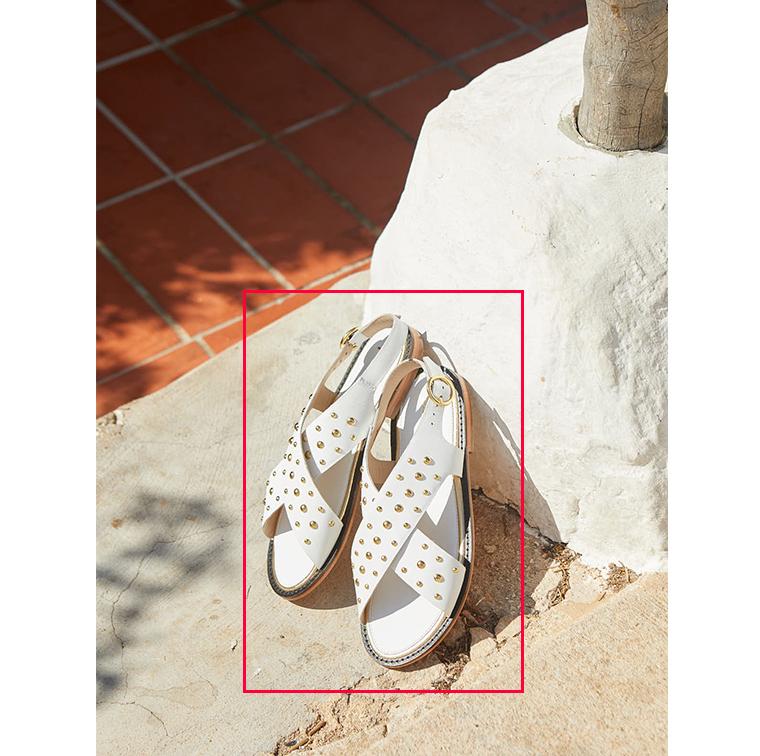 Sandales blanches à clous