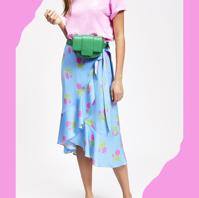 Jupe bleue portefeuille avec volants et imprimé fleurs