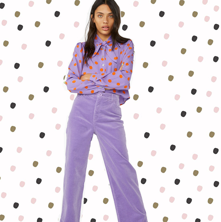 Pantalon en velours côtelé lilas et blouse lilas à pois