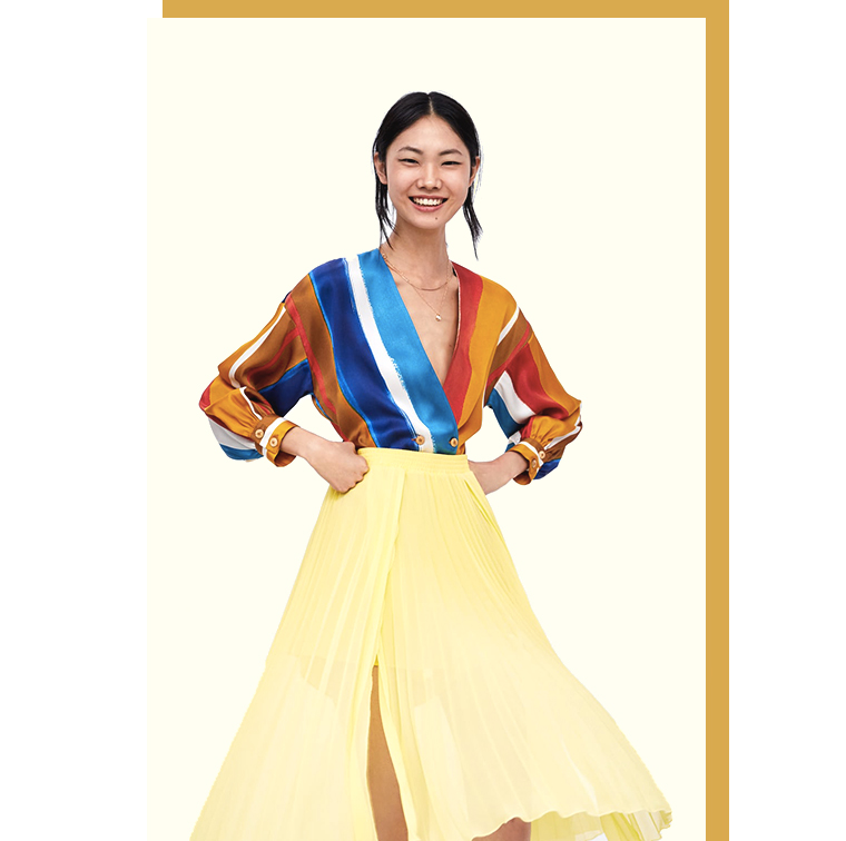 jupe-short plissée et blouse à rayures et ceinture Zara