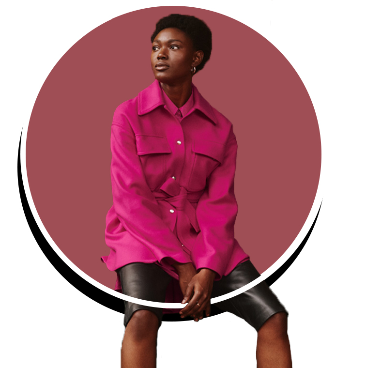 Un manteau rose au look Fushia
