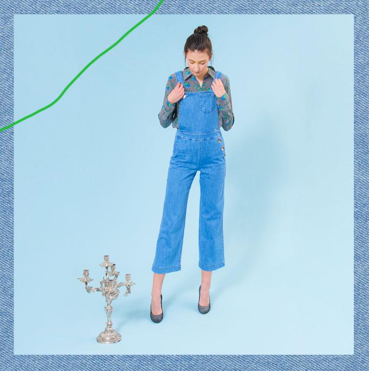 La Salopette en jean de couleur avec des boutons argentés de J.Vanwiele