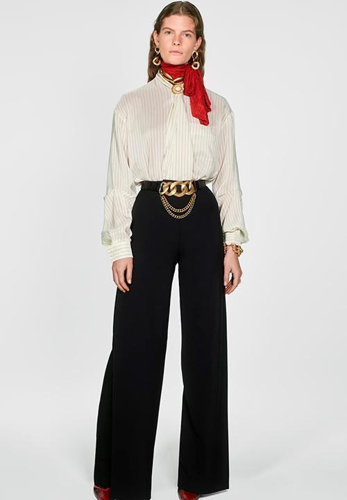 Le Pantalon palazzo taille haute à fentes de Zara à 69,95 €