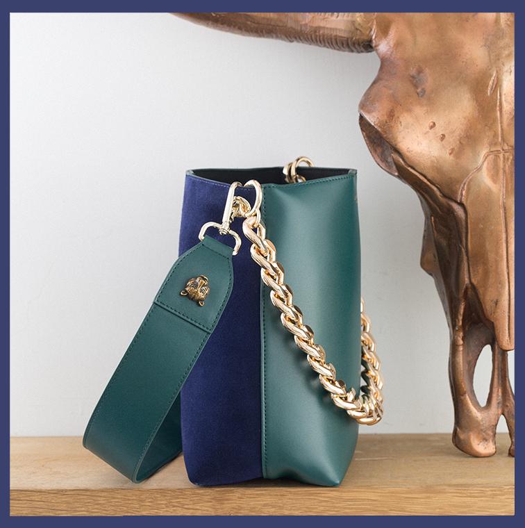 Sac vert et bleu avec chaîne