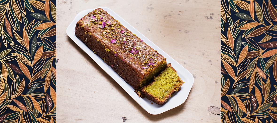 Le gâteau à la fleur d'oranger décoré par des boutons de roses séchées du Café Pimpin