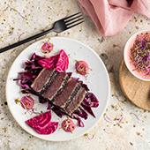 Recette thon rouge avec salade de chou rouge et houmous de betterave