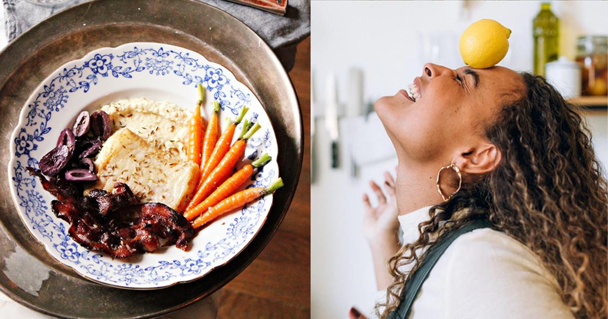 La chef Léa Doyen et son plat de  terre-mer de julienne et bacon, purée de pois chiche, olives kalamata et carottes nouvelles glacées