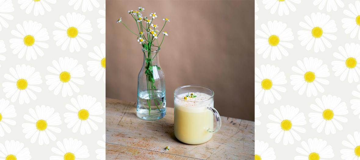 Recette de latte vegan à la fleur de camomille et à la cannelle