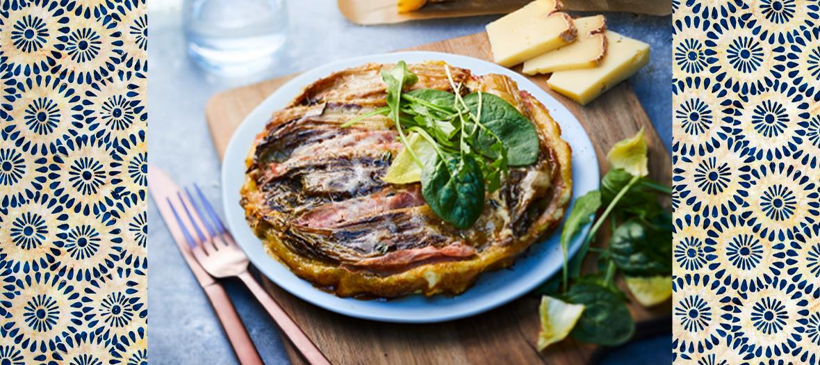 Plat de tarte salée aux endives, au jambon et au vacherin fribourgeois