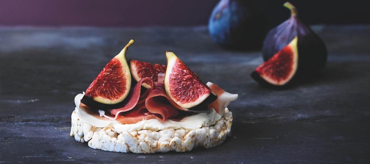Recette de la Tartine Galette Figue avec une galette sarrasin bio du jambon et du fromage de chèvre