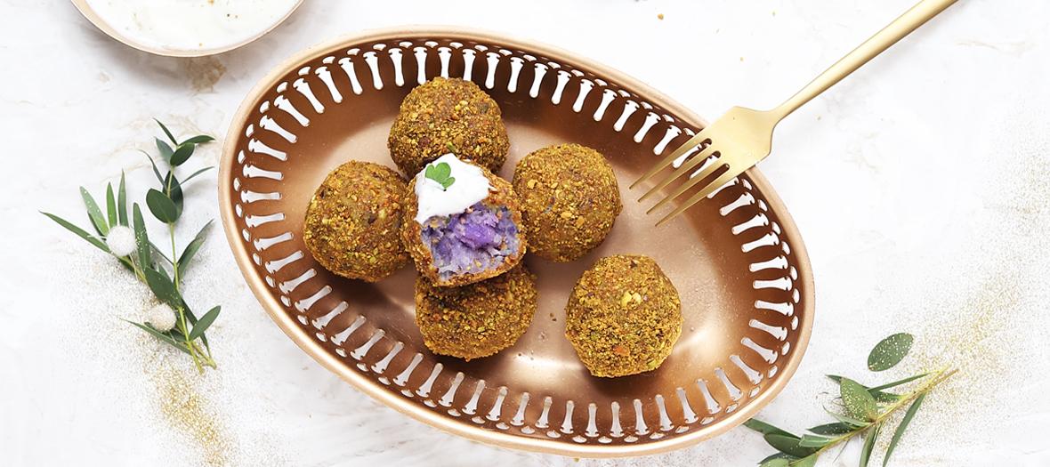 Plat de boulettes à la patate douce violette