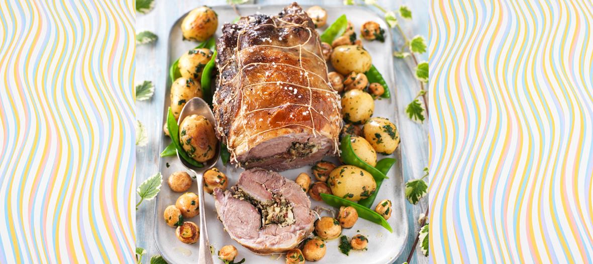 La recette d'agneau rôti en croute de sel au four avec Pommes de terre, Pois gourmands, Petits champignons de Paris