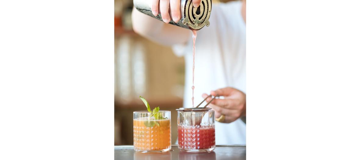 Préparation de cocktails à La Guinguette des Maquereaux