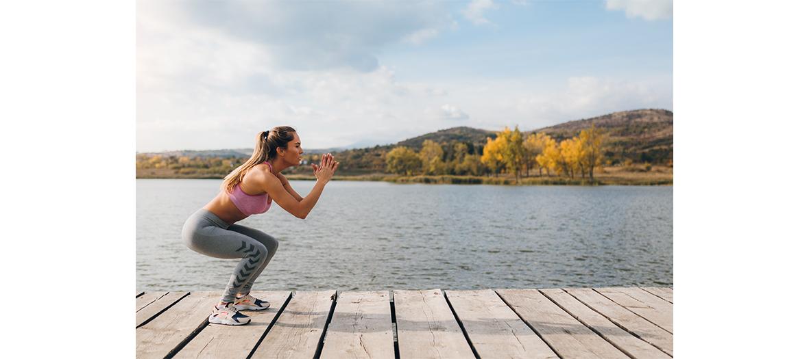 Exercice faire des squats jump pendant 45 secondes