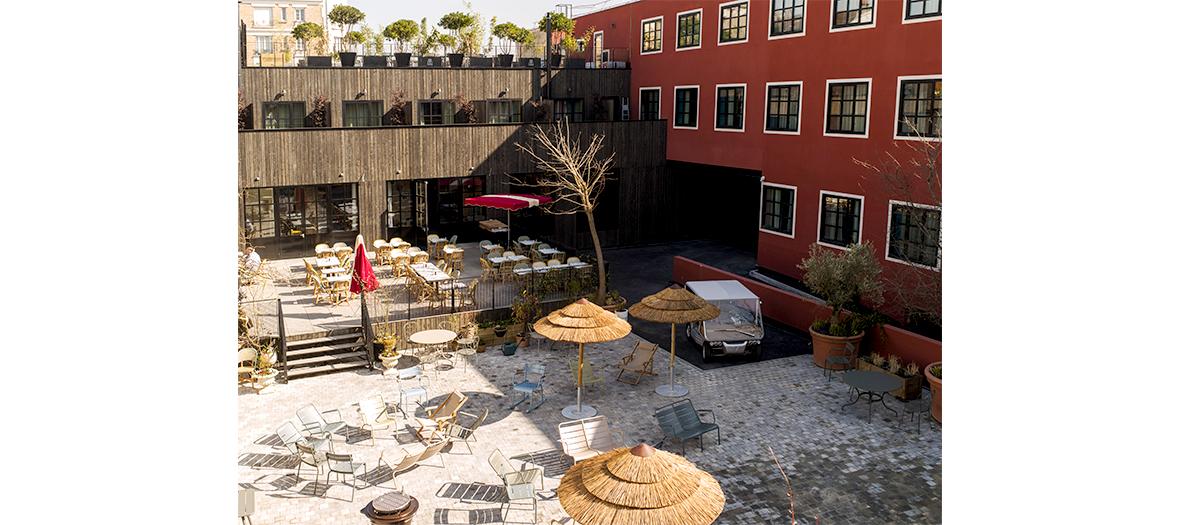 Bronzette sur la terrasse XXL du MOB Hôtel