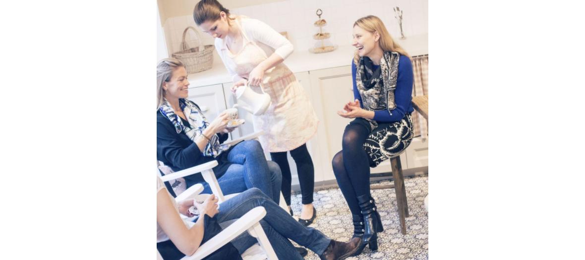 Tea time pour la fête des mères avec salon de beauté, bar à ongles