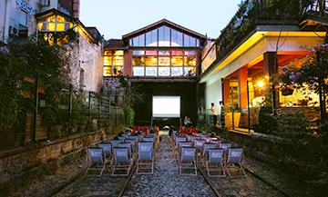 Cinéma sur des transats et en plein air à la Recyclerie