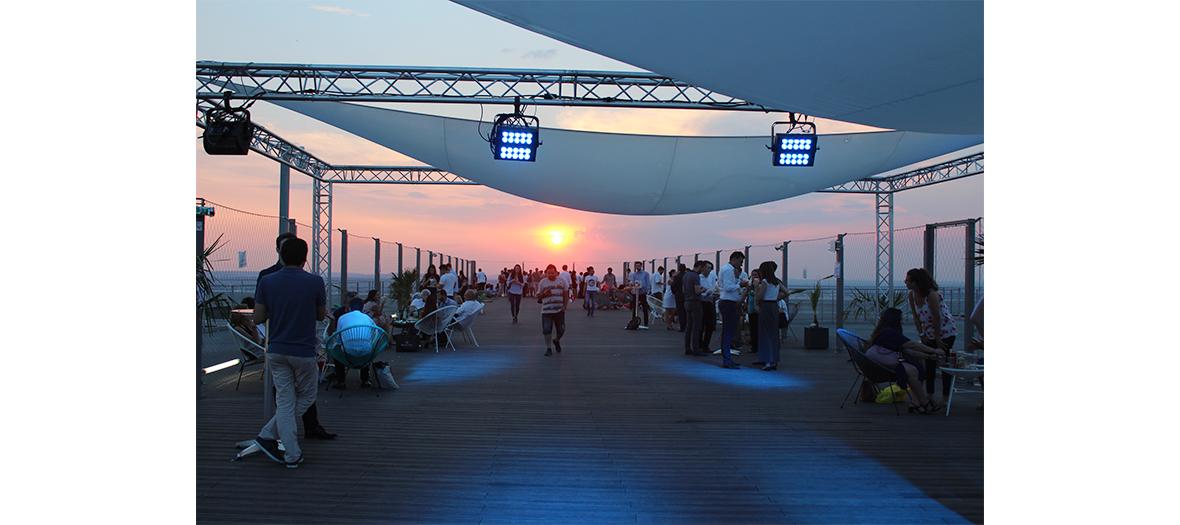 Soirée du 14 juillet sur un rooftop à La Défense