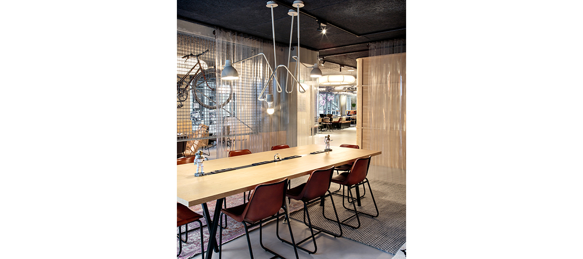 Co working space with desk and free wifi at Moxy hotel in Paris